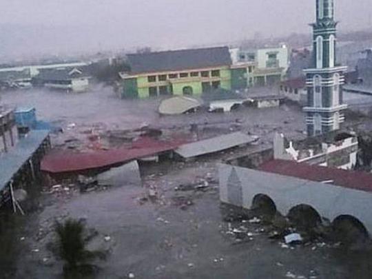 Цунами накрыло город вИндонезии: апокалиптическое видео
