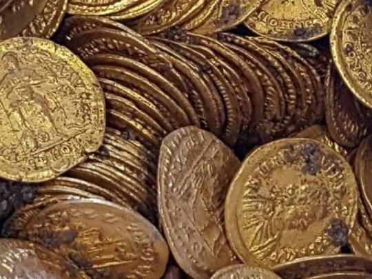 ВИталии отыскали древнейшую амфору, полную золотых монет