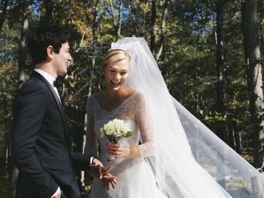 Супермодель Карли Клосс вышла замуж зародственника Трампов