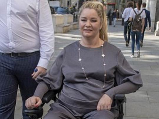 Клэр в инвалидном кресле