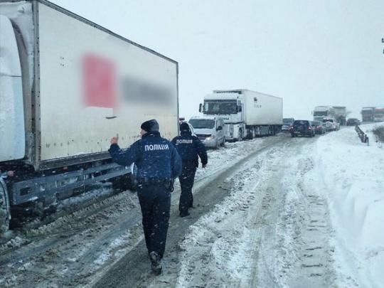 ВУкраинском государстве из-за непогоды ограничено движение транспорта в 2-х областях