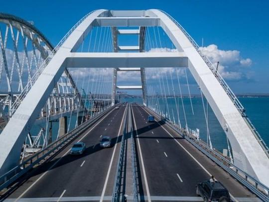 Наавтоподходах кКерченскому мосту обрушились искусственно созданные насыпи