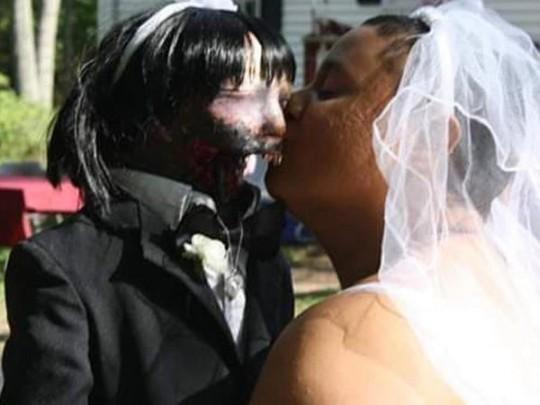 Фелисити и ее кукла-зомби