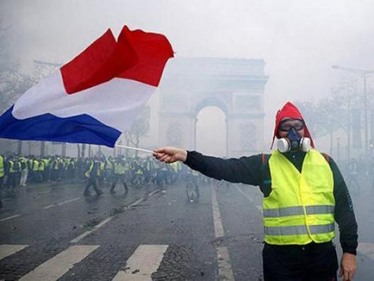 «Желтые жилеты» подожгли пункты платы запроезд поавтомагистралям— Протесты воФранции