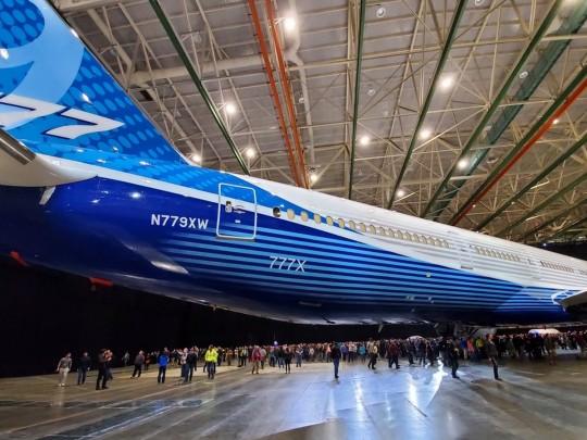 Boeing представил самый длинный вистории пассажирский самолет