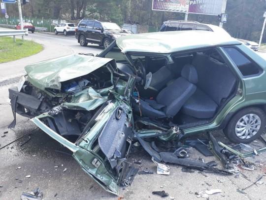На Столичном шоссе в Киеве произошло лобовое ДТП: эксклюзивные фото с места аварии