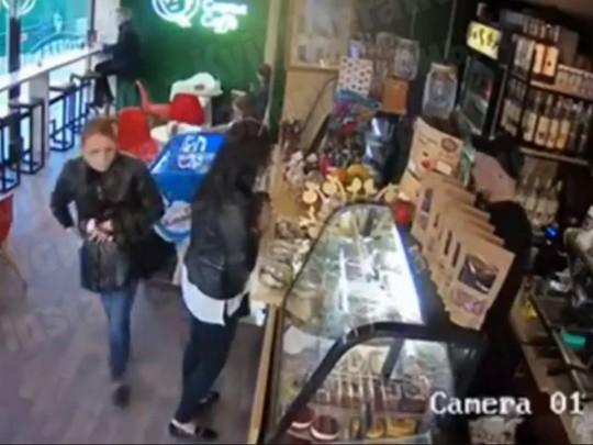 Воровка в кафе Киева