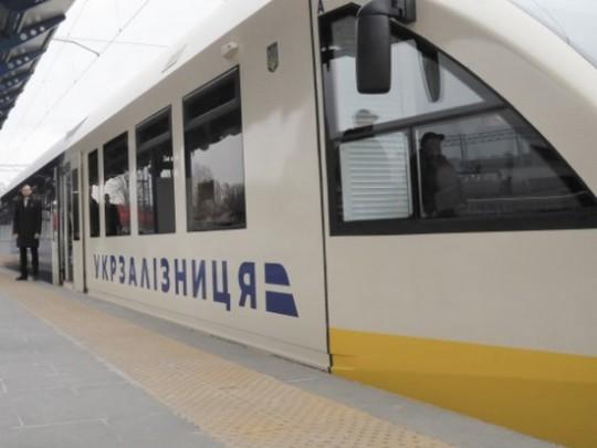 «Укрзалізниця» запускает в«Борисполь» новый состав— Два водном