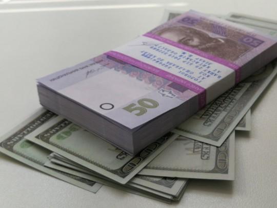Официальный курс доллара повысился на70 копеек, евро— на80
