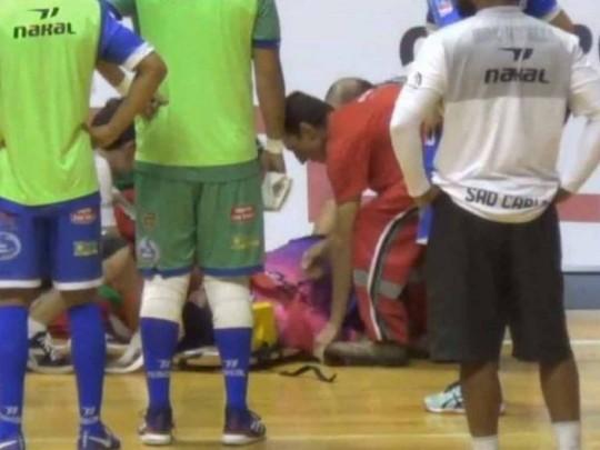 Сиротами стали восемь детей: бразильский арбитр скончался вовремя матча