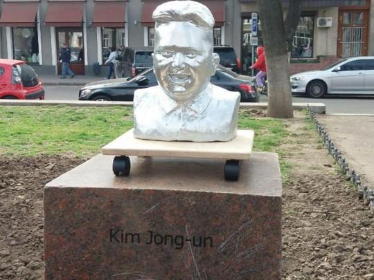 Памятник Ким Чен Ыну в Одессе