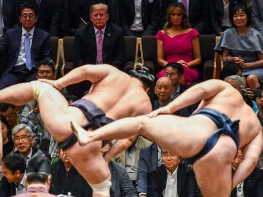 Дональд и Мелания Трамп на турнире по сумо в Японии