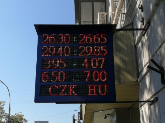 Центробанк объявил, что официальный курс доллара 11июня будет понижен