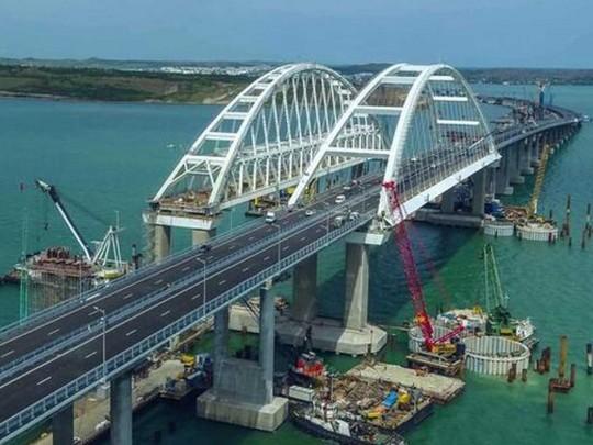 Полгода до трагедии? В РФ назвали дату начала движения поездов по Крымскому мосту  6:40