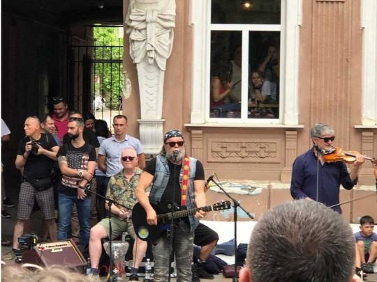 Борис Гребенщиков имузыканты «Аквариума» дали вХерсоне бесплатный уличный концерт