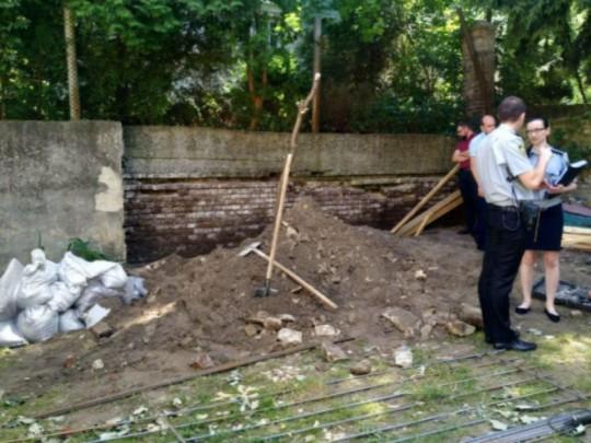 Во львовском детсаду бетонная стена раздавила человека