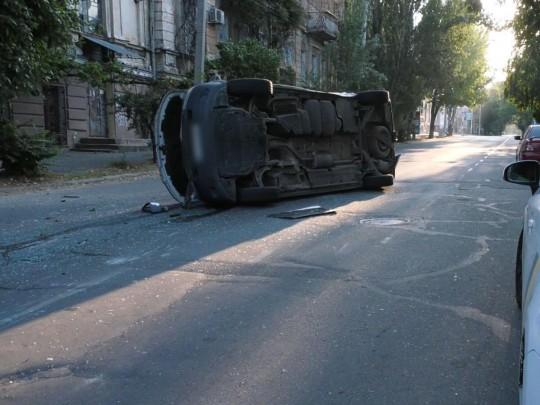 Авто с бюллетенями попало в ДТП: фото с места аварии в Херсоне
