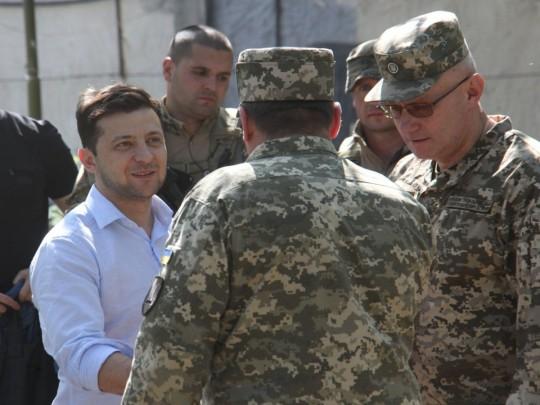 Зеленский сменил командующих Объединенных сил иСухопутных войск