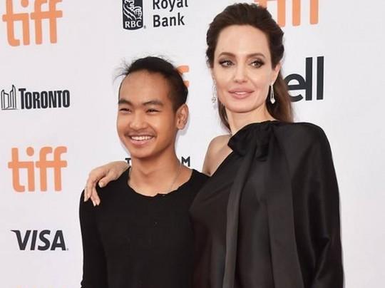 «Оставлю его здесь»: Анджелина Джоли расплакалась из-за сына