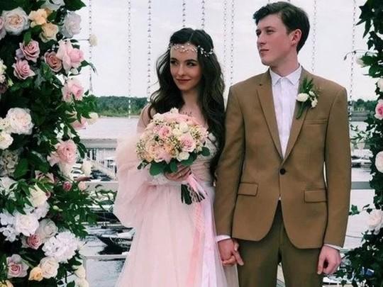 Победитель «Х-Фактор» женился на русской артистке: нежные фото сосвадьбы