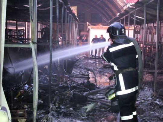 Ночью вОдессе сгорело несколько павильонов нарынке «Северный»