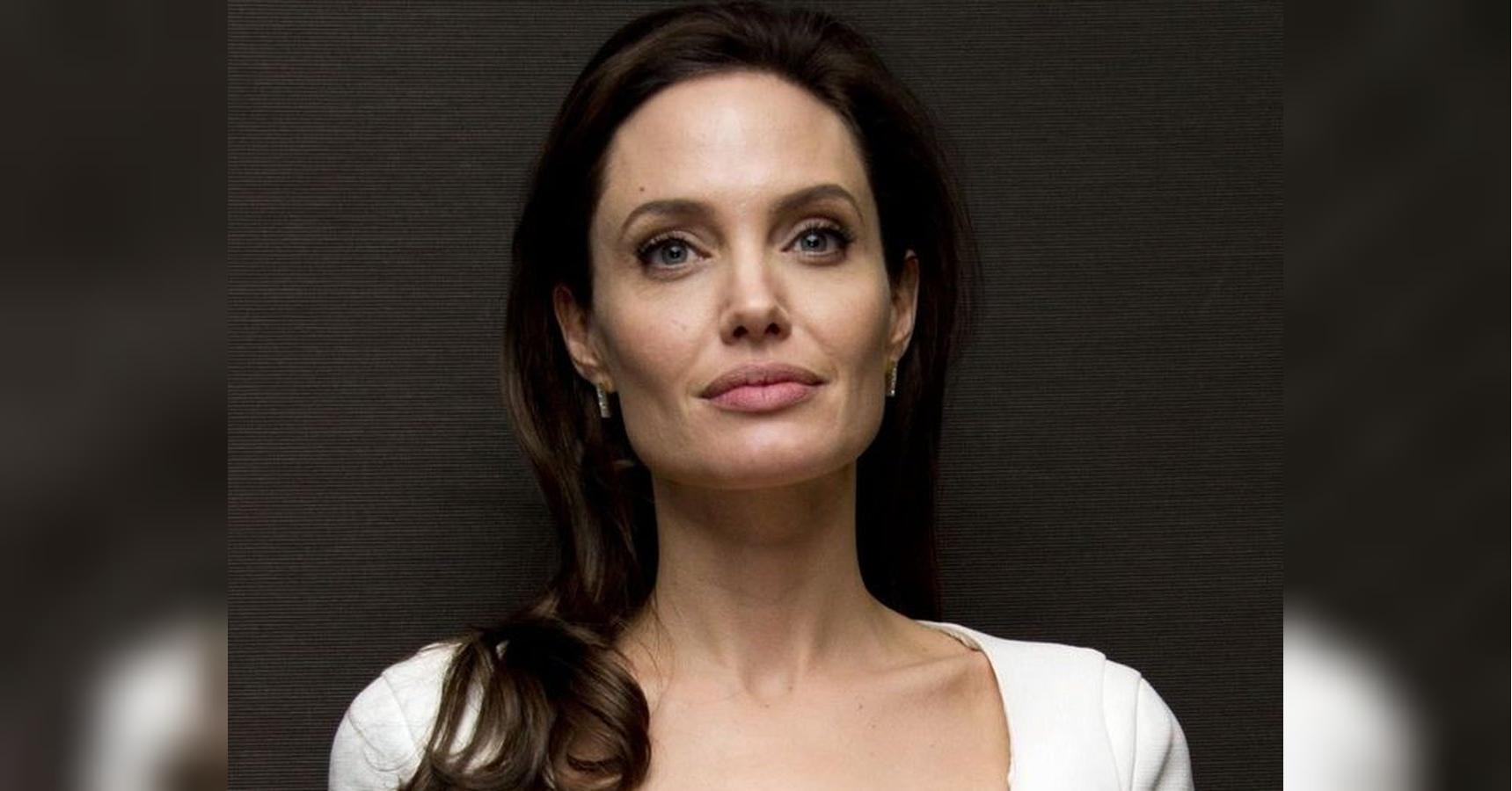 Angelina Jolie Голая Анджелина Джоли снялась голой для обложки журнала madame