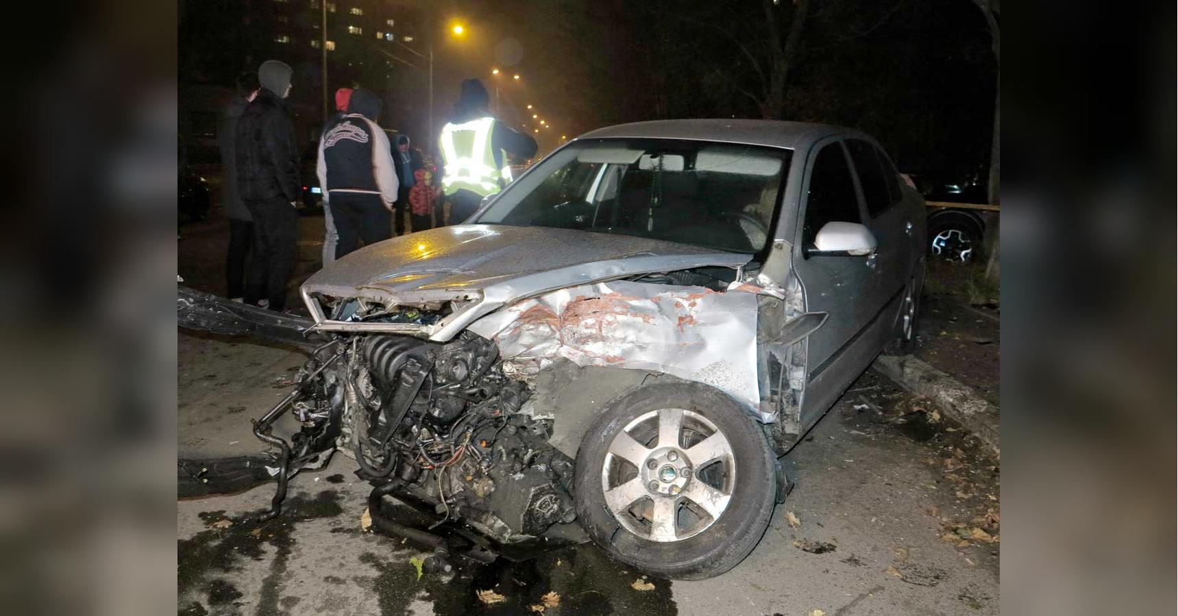 Полицейские спасли от самосуда: в Киеве нетрезвый водитель повредил ср