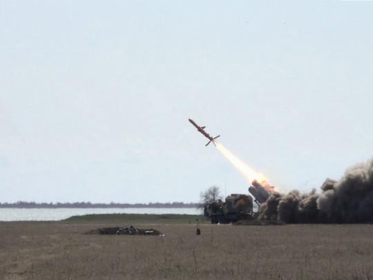 ВУкраинском государстве  испытали крылатую ракету Р-360: размещено  эффектное видео