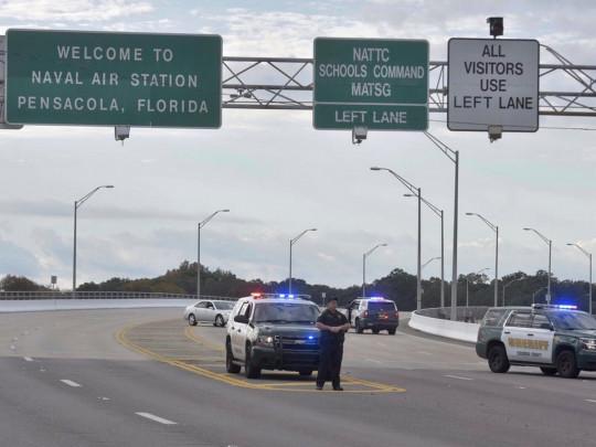 Полиция перекрыла въезды на базу Пенсакола