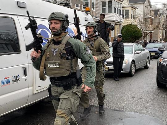 ВСША вДжерси-Сити спецназ отыскал 5 трупов неизвестных стрелков