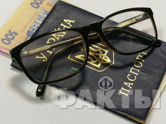 очки, паспорт Украины, пенсия