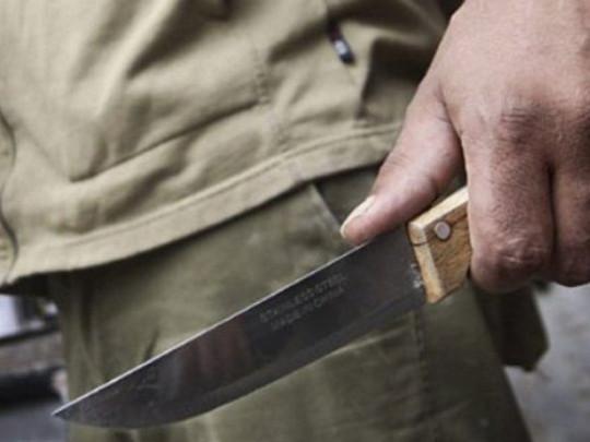 солдат с ножом