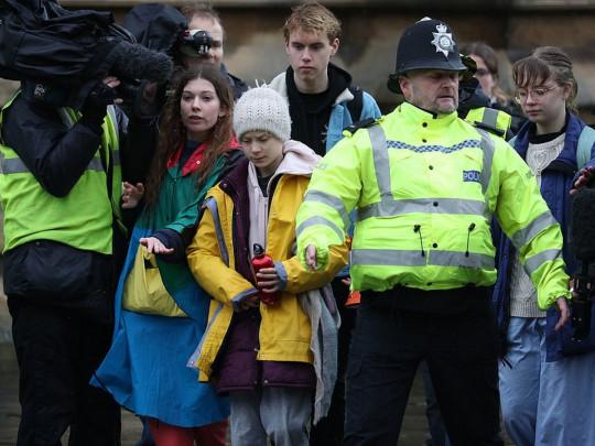 Грета Тунберг с полицией