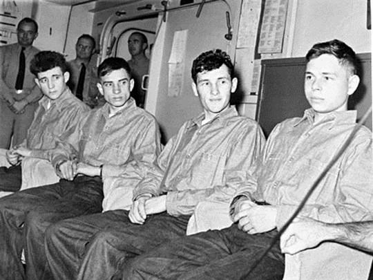 Советские солдаты дрейфовали 49 дней на барже в Тихом океане