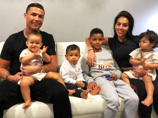 Криштиану Роналду с невестой и детьми