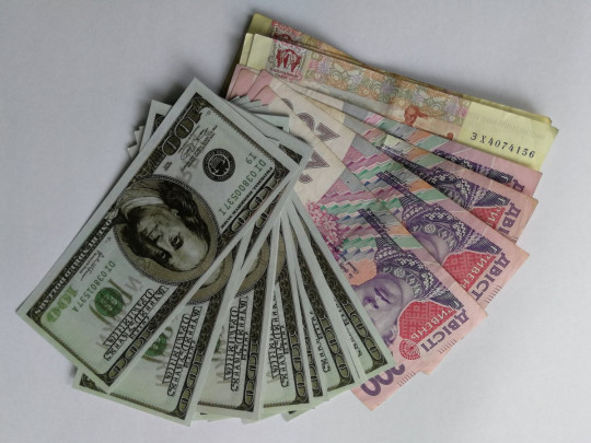 доллары и гривни