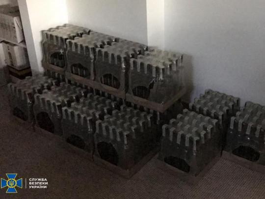 В Украине пресекли масштабное производство алкоголя, деньги от продажи которого шли боевикам на Донбасс (фото)
