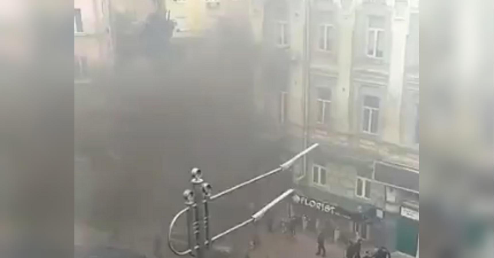 СМИ сообщили о взрыве возле офиса Медведчука: видео с места инцидента
