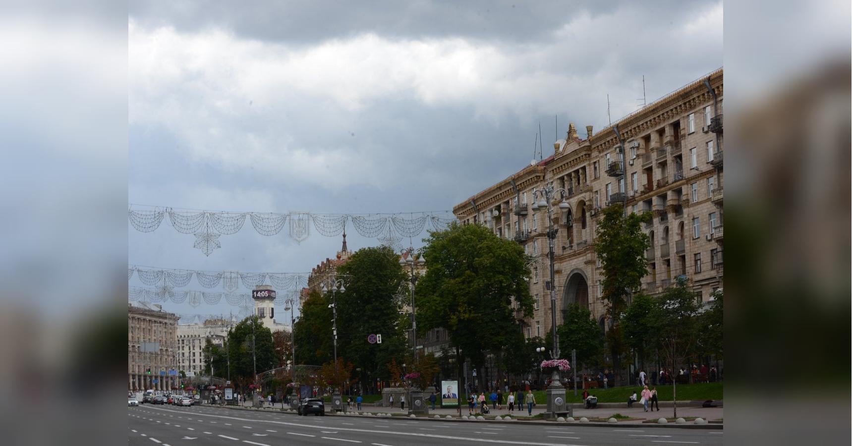 Дожди не уйдут, но потеплеет: синоптики уточнили прогноз на последние