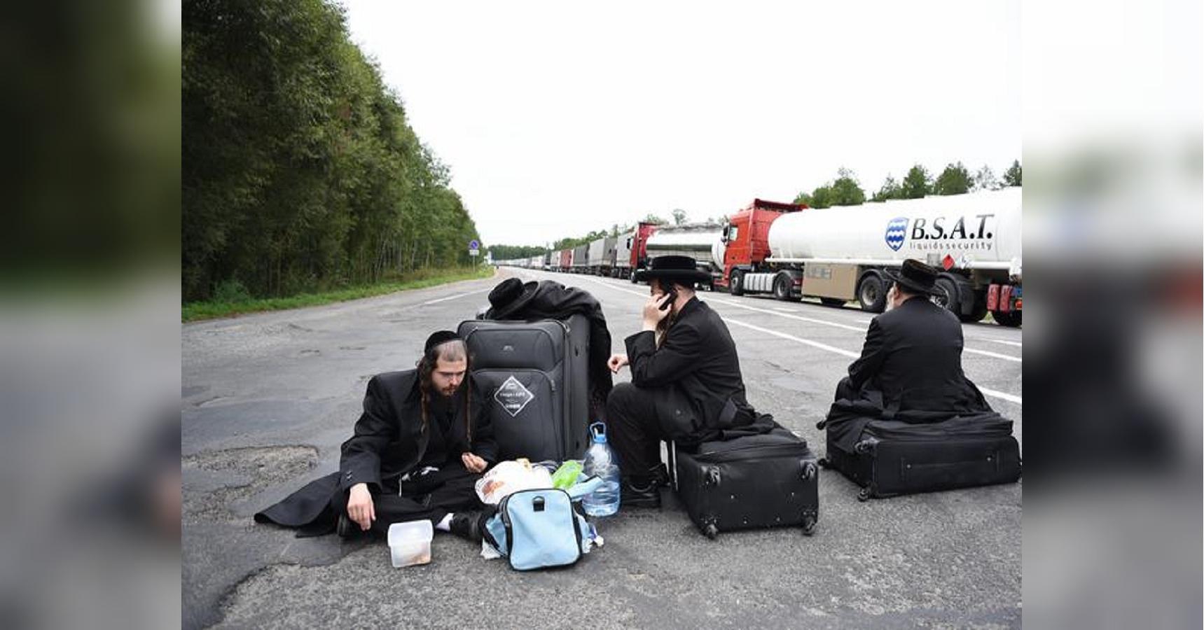 Хасиды сдались: не пропущенные в Украину паломники покидают Беларусь (