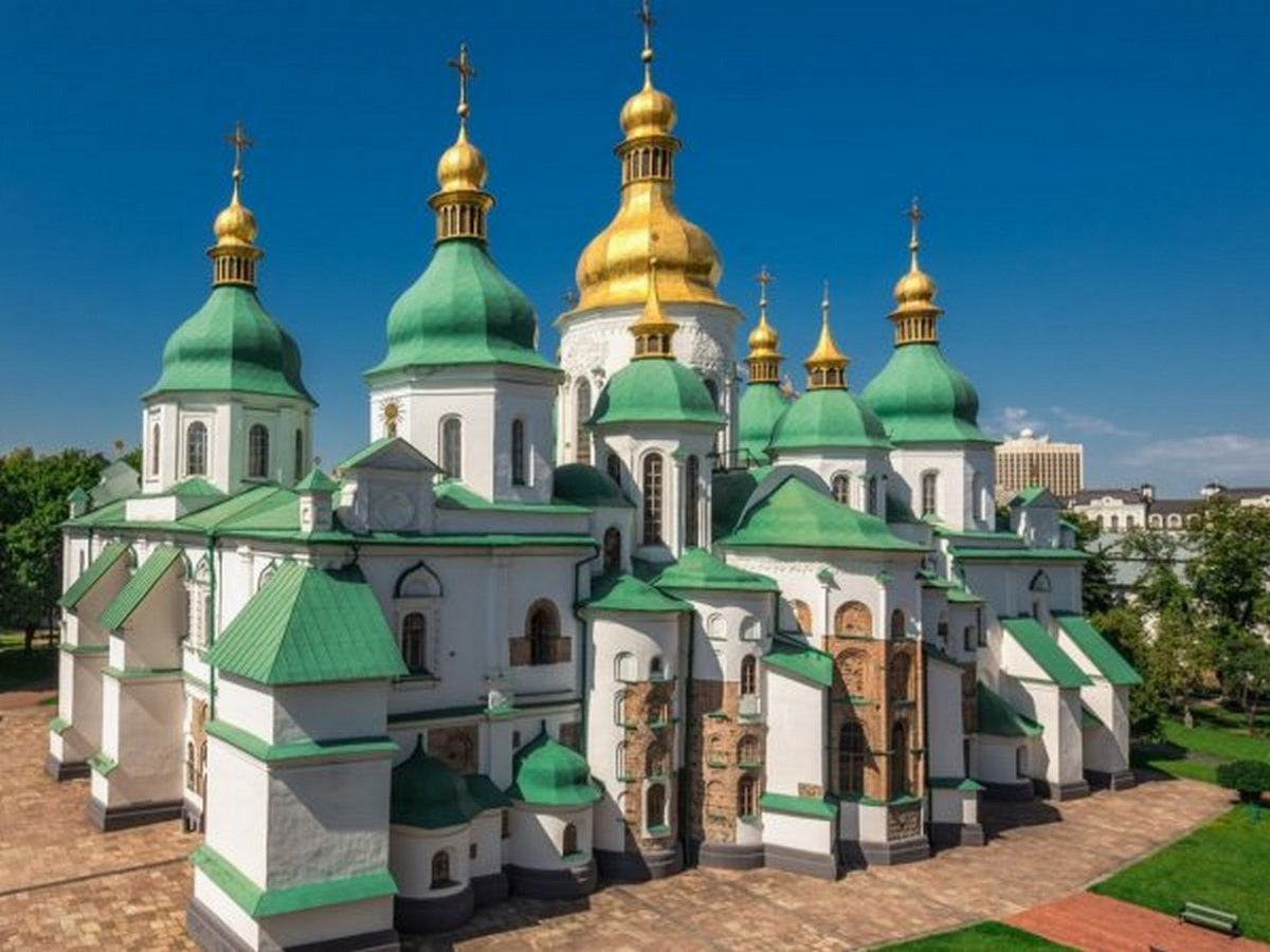 Фармацевты вылечат легендарный собор: меценаты подарили Софии Киевской систему для осушения от влаги фундамента и стен