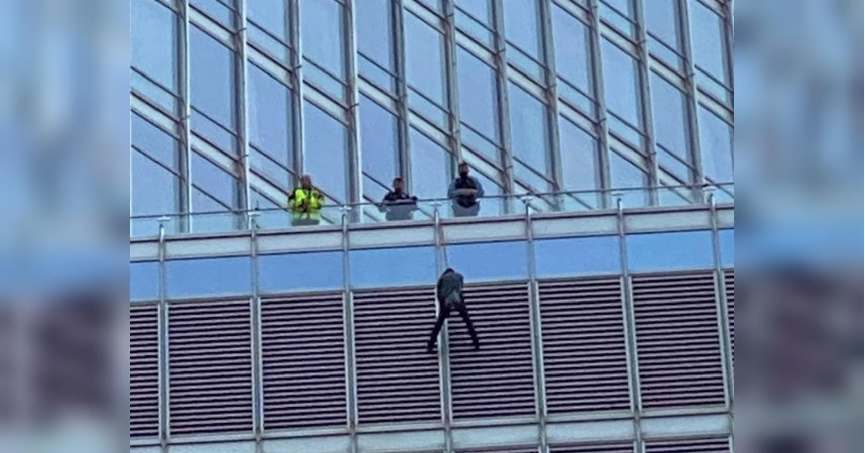 Man dangling from Chicago's Trump Tower taken into custody