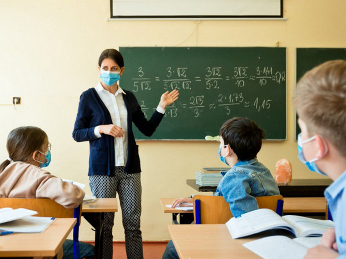 Кому доведеться навчатися у червні: коли почнуться літні канікули в українських школах