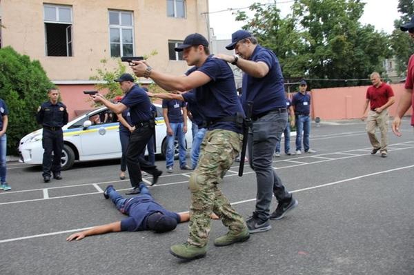 В Одессе новые полицейские «упаковали» Саакашвили в багажник авто (фото), фото-2