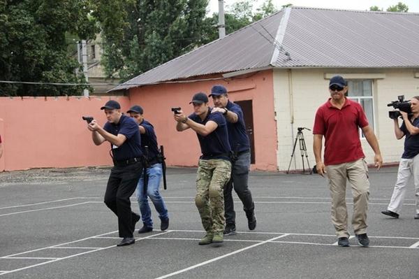 В Одессе новые полицейские «упаковали» Саакашвили в багажник авто (фото), фото-1