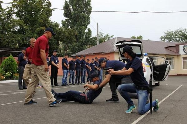 В Одессе новые полицейские «упаковали» Саакашвили в багажник авто (фото), фото-3