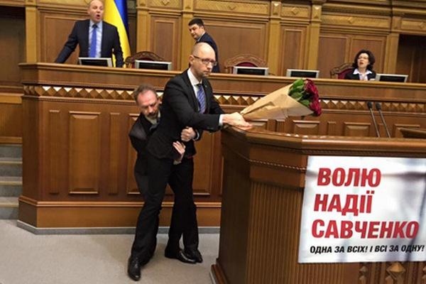 """Правительство должно добровольно уйти в отставку, а не """"цепляться лапками за власть"""", - Ирина Геращенко - Цензор.НЕТ 558"""
