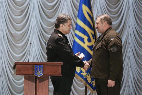 Порошенко в Харькове представил нового командующего Нацгвардии
