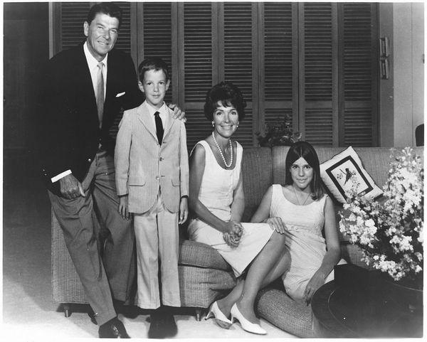 Скончалась бывшая первая леди США Нэнси Рейган - Цензор.НЕТ 7549