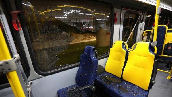 ОИ: Обстрелян автобус с репортерами вРио-де-Жанейро, есть пострадавшие